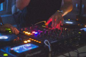 Faire appel à un DJ pour son événement